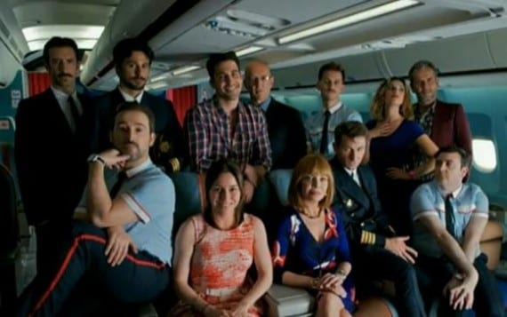 Algunos de los protagonistas de 'Los amantes pasajeros'.