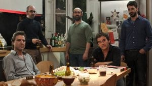 Alberto San Juan, Luis Tosar, Javier Cámara, Eduard Fernández y Eduardo Noriega, en una escena de 'Una pistola en cada mano'.