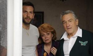 """Bradley Cooper, Robert De Niro y Jacki Weaver en """"El lado bueno de las cosas (Silver linings playbook)"""""""