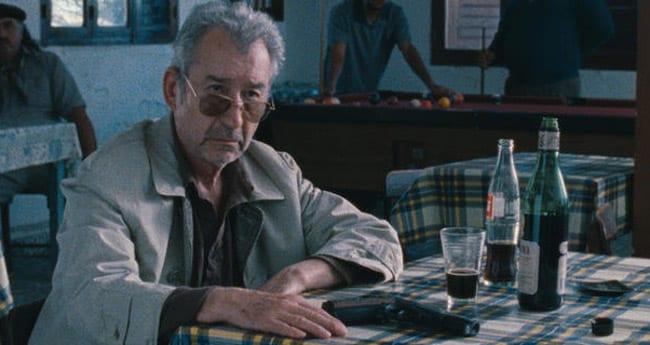 José Sacristán en una escena de 'El muerto y ser feliz'