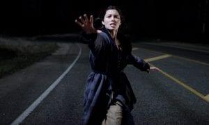 Jessica Biel en una escena de 'El hombre de las sombras'