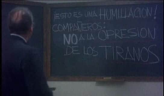Escena de la película '¡Arriba Azaña!' dirigida por José María Gutiérrez.
