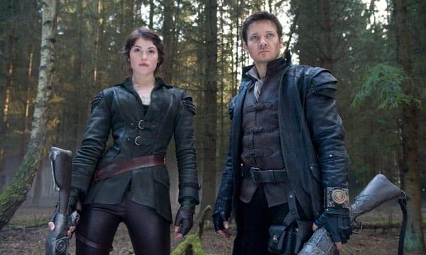 """Jeremy Renner y Gemma Arterton en """"Hansel y Gretel: Cazadores de brujas"""","""