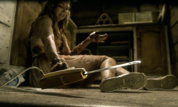 Elizabeth Blackmore en una escena de 'Posesión infernal: Evil dead'.