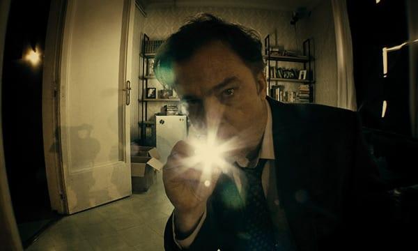 Michael O'Keefe en una escena de 'Emergo'.