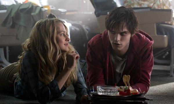 Teresa Palmer y Nicholas Hoult en 'Memorias de un zombie adolescente'.