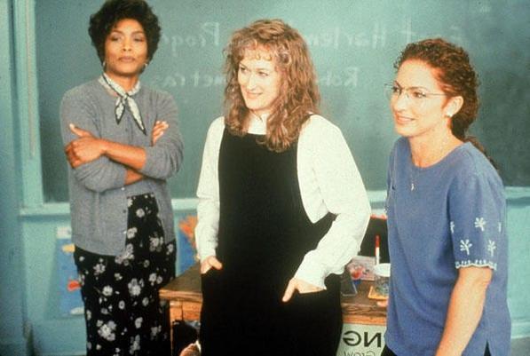 Angela Bassett, Meryl Streep y Gloria Estefan en una escena de 'Música del corazón'.