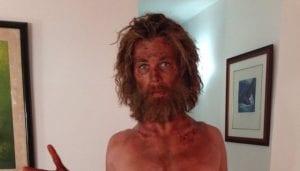 Chris Hemsworth delgado