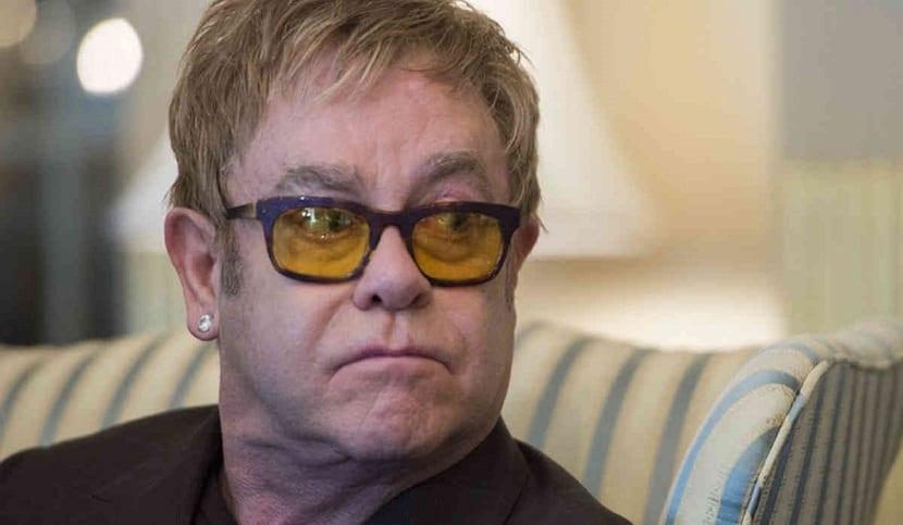 Jeffrey Wenninger denuncia a Elton John por acoso sexual