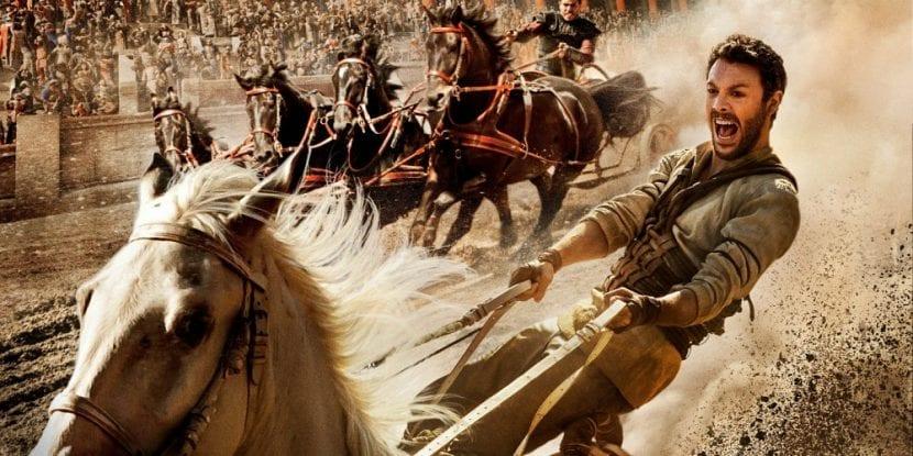 El batacazo de 'Ben-Hur' puede ser de dimensiones bíblicas  Su catastrófico debut este fin de semana en el box office estadounidense vaticina unas pérdidas cercanas a los 100 millones de dólares. Fotogramas.es 23-08-2016 Jack Huston en 'Ben-Hur' Jack Huston en 'Ben-Hur'  El estreno en USA, el pasado fin de semana, de 'Ben-Hur', remake del célebre film homónimo que William Wyler dirigió en 1959, y que dirige el kazajo Timur Bekmambetov, ha confirmado los peores augurios surgidos después de que el primer tráiler de la película viese la luz. El film se ha pegado un trompazo de aúpa en el box office estadounidense, recaudando menos de 10 millones de euros y colocándose sexta en el ránking de las películas más taquilleras del fin de semana por detrás de títulos como 'Escuadrón Suicida' (que ya lleva tres semanas en cartel) o los estrenos de 'Kubo y las dos cuerdas mágicas' y 'War Dogs'.  El batacazo de 'Ben-Hur' es mayúsculo si tenemos en cuenta que la película cuenta con un presupuesto de 88,4 millones de euros, sin sumar las decenas de millones invertidos en promocionar el film. Según las previsiones de los estudios rivales, 'Ben-Hur' tendrá suerte si alcanza los 27 millones de euros en Estados Unidos. Fuentes cercanas a la producción, citadas por Variety, opinan no obstante que, gracias a las ventas en DVD, Blu-Ray y VOD, el film podrá rondar los 60 millones de euros de ingresos.  Las expectativas son algo mejores en el mercado internacional. La película ya se ha estrenado en 18 países (un 30 por ciento de los mercados en los que está previsto estrenarse) y ha logrado recaudar 9,5 millones de euros, cifras cercanas a las del mercado nacional. La meta es alcanzar los 90-100 millones de euros en todo el mundo, aunque los informes que maneja la competencia cifran en 220 millones de euros los ingresos que debería alcanzar la película para llegar al punto de equilibrio que garantizaría que no se ha perdido dinero con su producción.  'Ben-Hur' se estrenará en España el próx